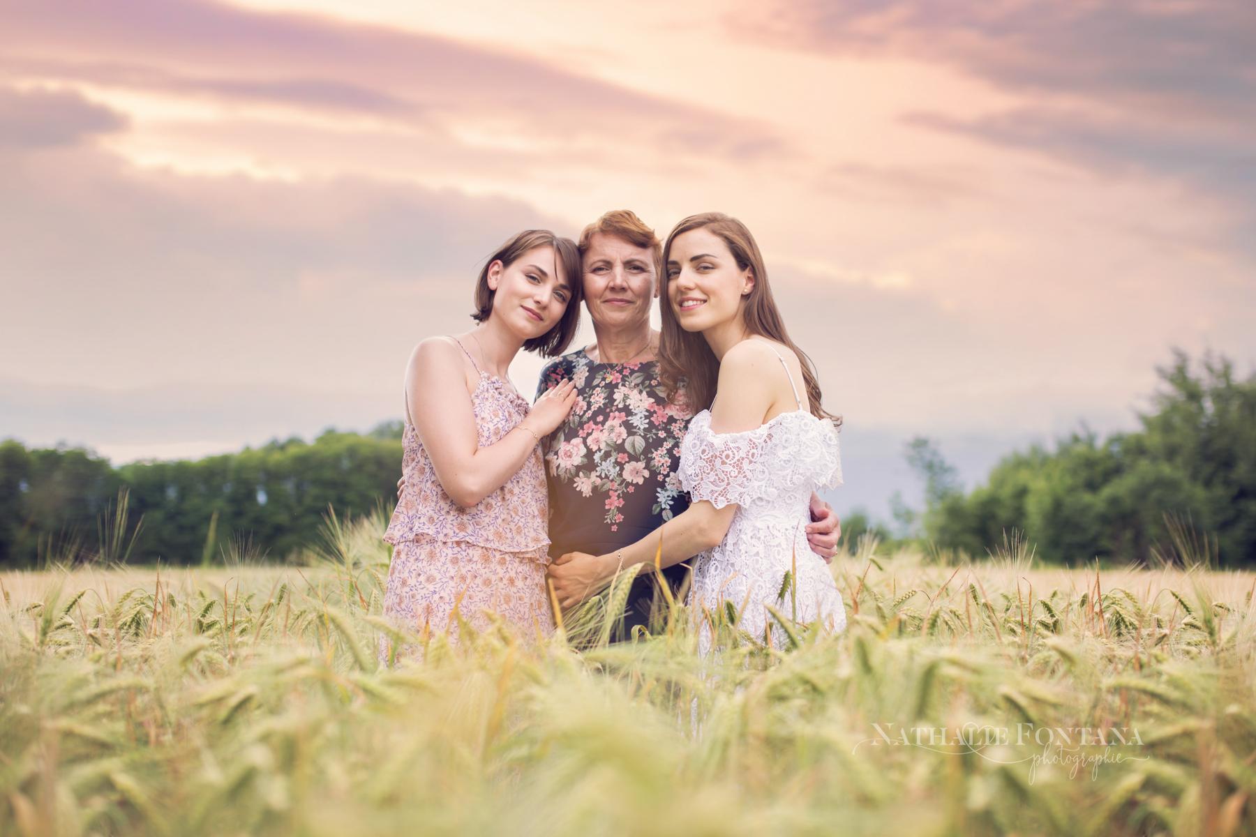 Séance famille en extérieur avec Vlora et ses filles - Nathalie Fontana, Genève
