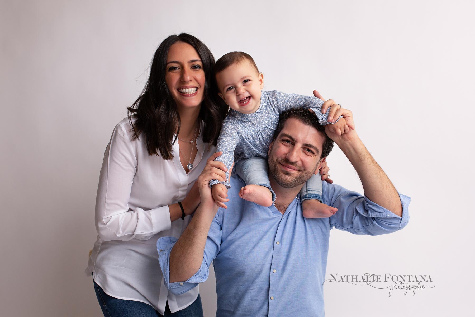Aylin, séance bébé en studio et avec les parents - Nathalie Fontana, photographe Bébé Genève et alentours